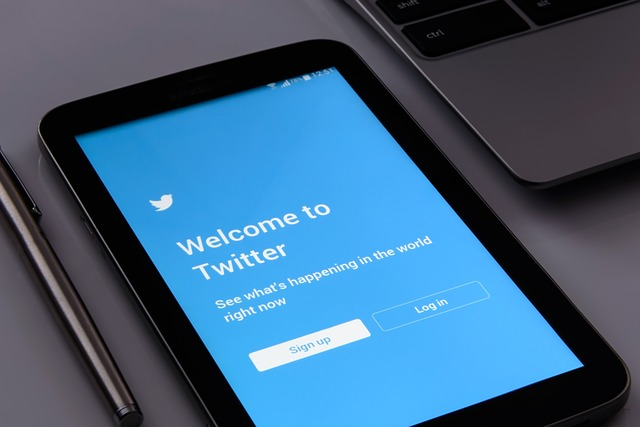 The Secrets of Online Immortality: 4 Things That Make Your Tweets Go Viral