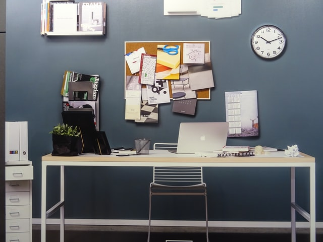 6 Ways to Organize Your Desk For an Ideal Workflow